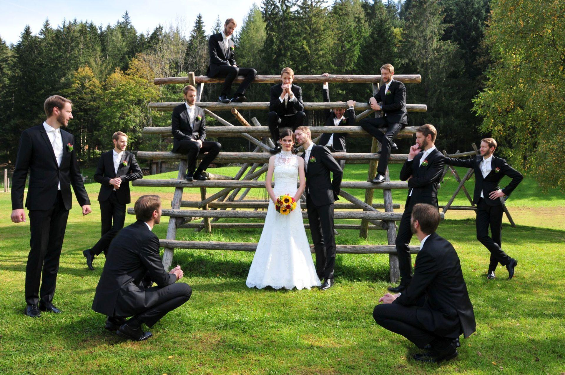 Fotomontage - Braut mit vielen Ehemännern