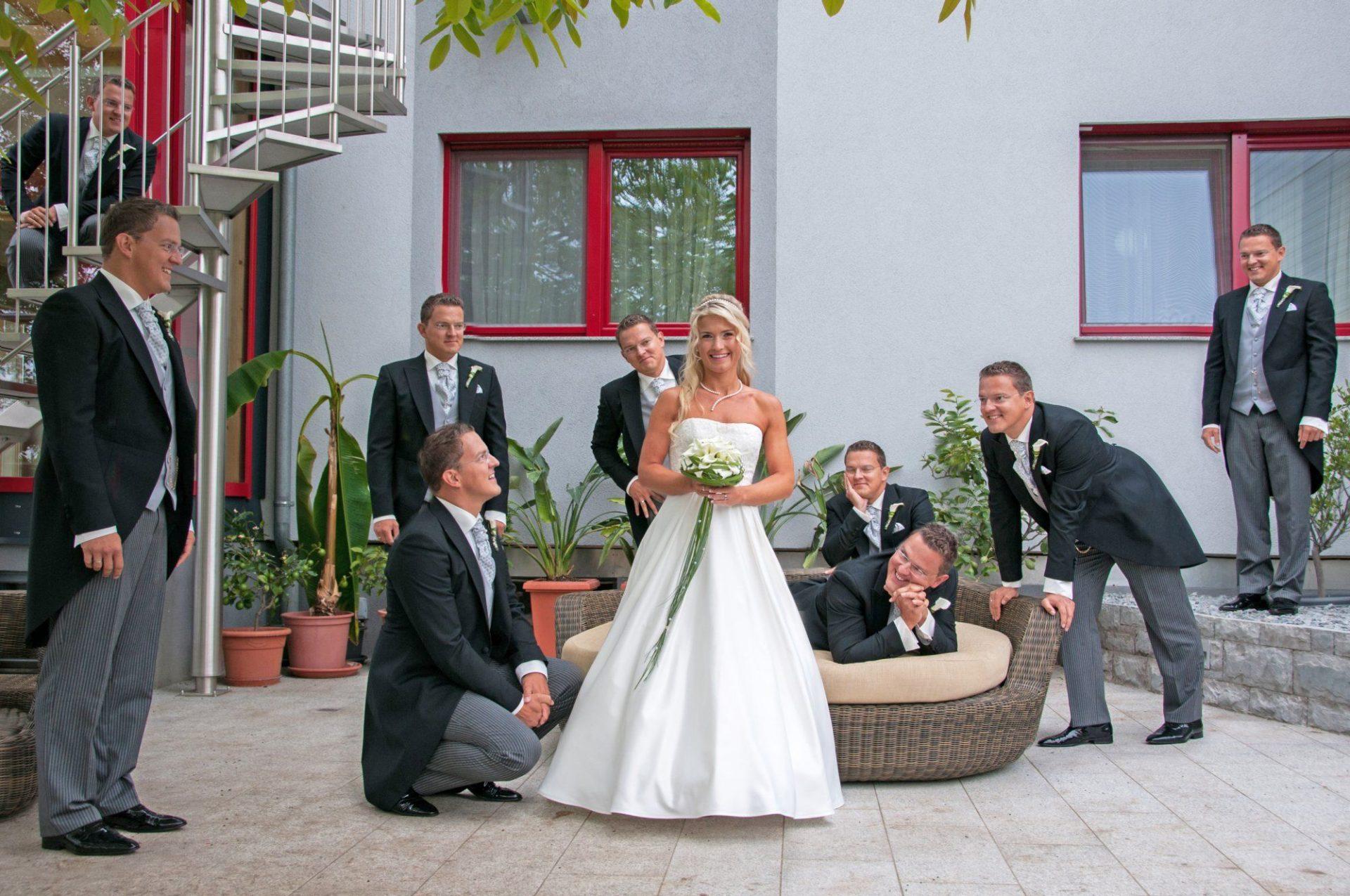 Fotomontage - Baut mit vielen Ehemännern
