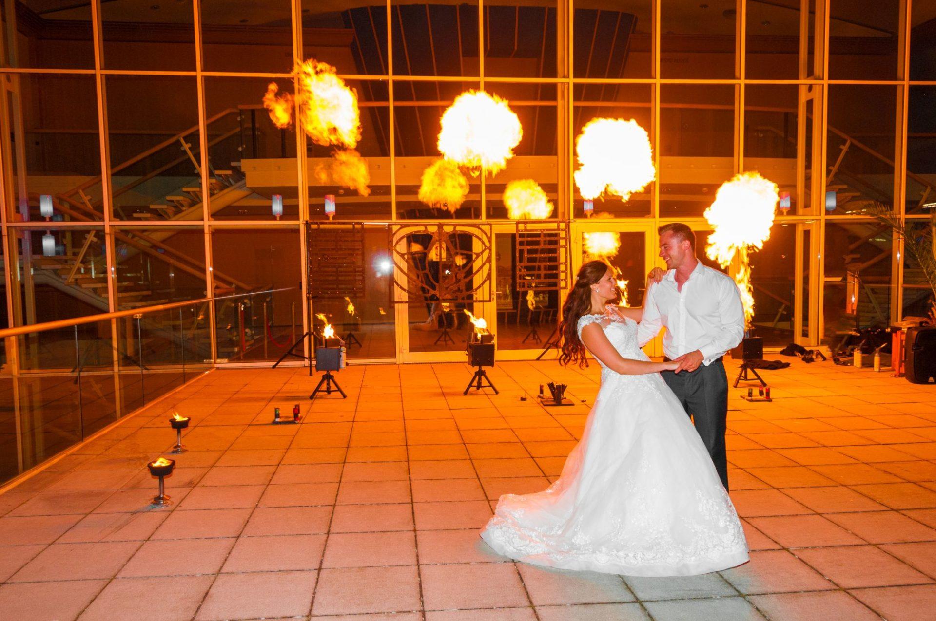 Brautpaar mit Feuershow