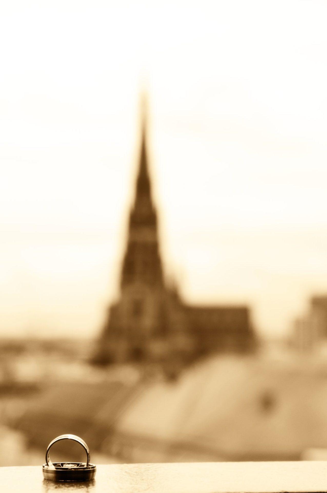 Ringe mit Kirche im Hintergrund
