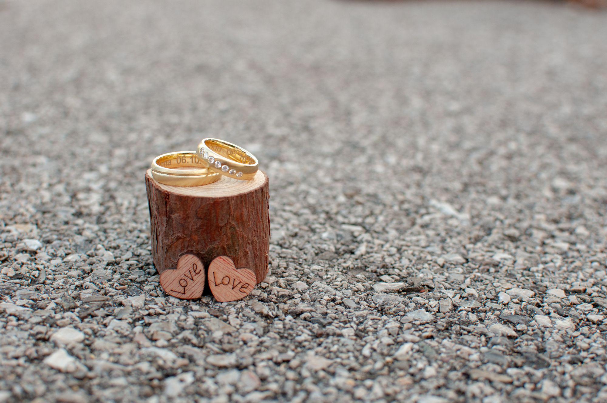 Ringfoto mit Holzherzen